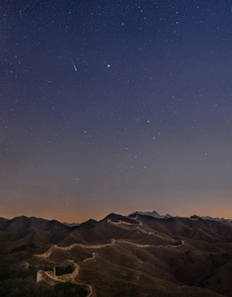 Comet Lovejoy above the Great Wall